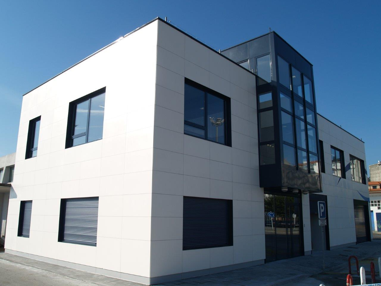 No residencial - Edificación - Edificio para servicios portuarios en Ribeira, A Coruña